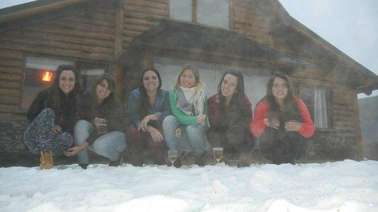 Los Nires Lodge Cerro Catedral: En el deck de la cabaña