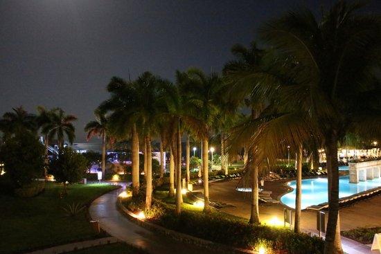 Memories Grand Bahama Beach and Casino Resort : Night view from room #3092