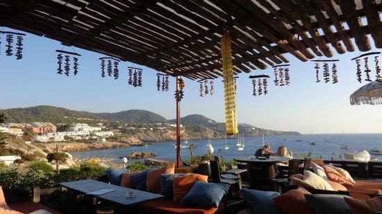 Hotel Playasol Cala Tarida: Bar bajando para la playa, 5 minutos desde el hotel