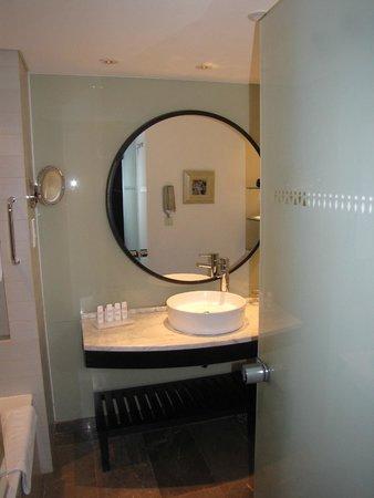 Radisson Blu Hotel Bucharest: modern bathroom