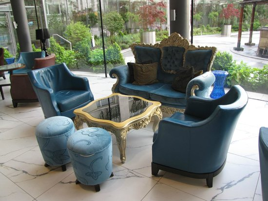 Radisson Blu Hotel Bucharest: lobby seating