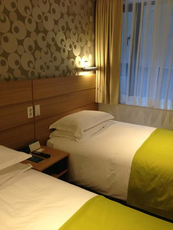 Nine Tree Hotel Myeong-dong : Twin beds.