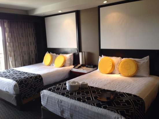 Disney's Contemporary Resort : Bedroom