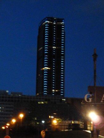 Novotel Paris Centre Gare Montparnasse: vista desde la esquina de la calle del hotel a 50m. de este
