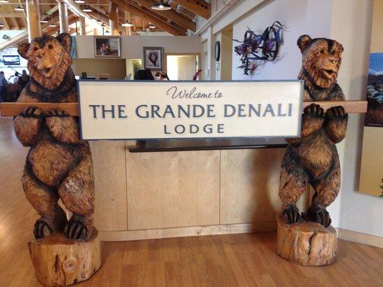 Alpenglow Restaurant- Grande Denali Lodge: The Lobby