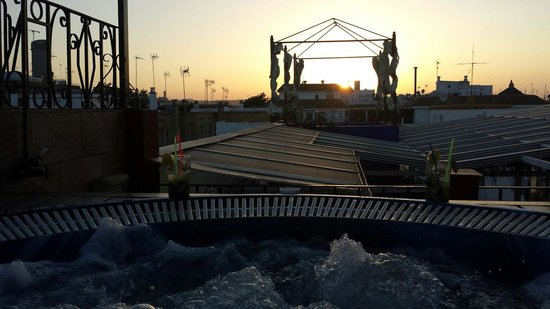 Espacio Azahar: Jacuzzi en terraza