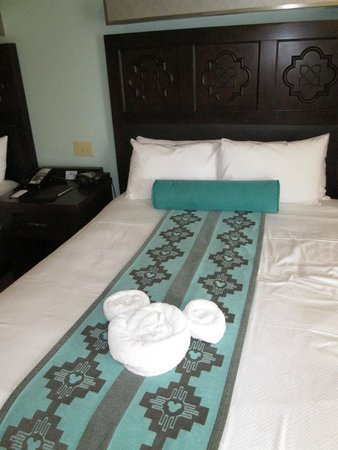 Disney's Coronado Springs Resort: The mickey towels on the bed, nice touch.