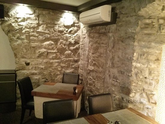 Hotel Le Priori: Indoor eating area-historic romantic atmosphere