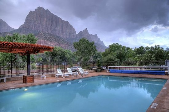 Cable Mountain Lodge Pool