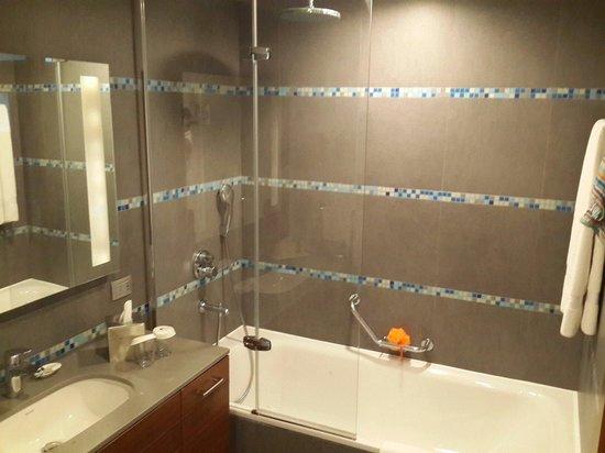 DoubleTree by Hilton Hotel Kusadasi : Banyo