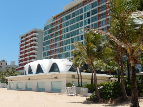 La Concha Renaissance San Juan Resort: Hotel side & the Concha