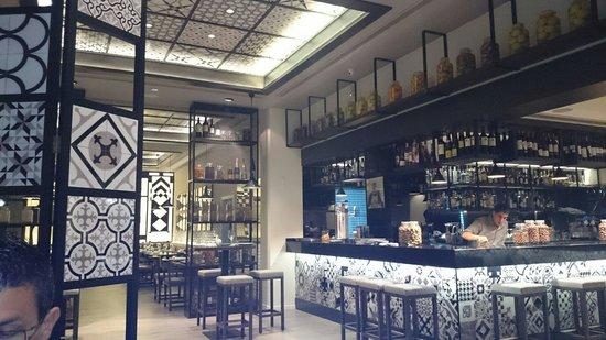 Paella's y mas: Salle du restaurant !!
