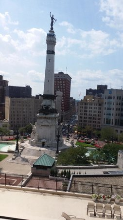 Sheraton Indianapolis City Centre Hotel: Monument Circle