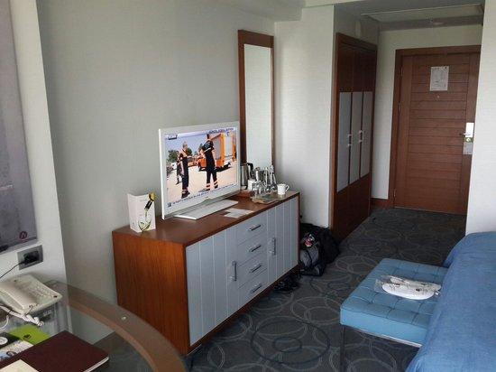 DoubleTree by Hilton Hotel Kusadasi : TV