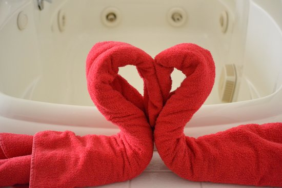 Snowflake Inn: Jacuzzi Towel Heart