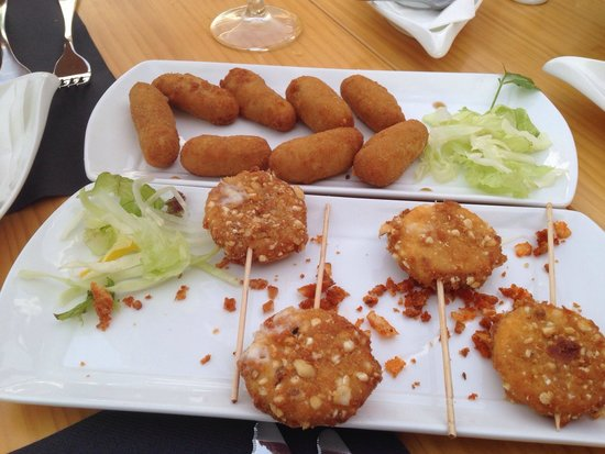 El Olivo Restaurant Gastrobar: Croquettes and lollypop cheese