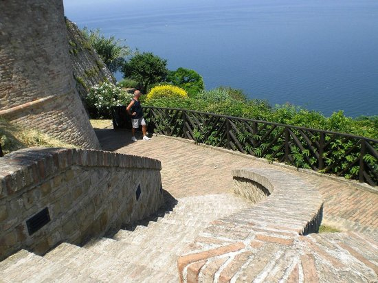 Parque Natural Monte San Bartolo: Mura del castello