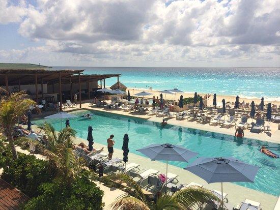 Secrets The Vine Cancún: Pool Area