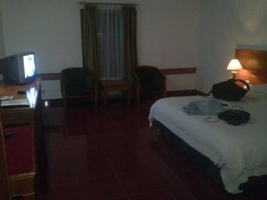 Pardede International Hotel : the big room