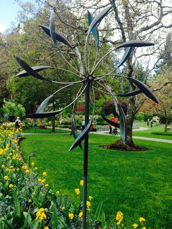 The Butchart Gardens: Wind sculpture