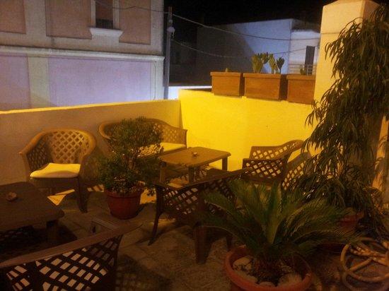 Il Muraglione: Una delle terrazze del locale.  Le terrazze rappresentano un ambiente molto accogliente - ma tr