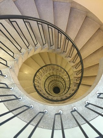 Hotel Marta: 1층에서 꼭대기까지 이어진 계단