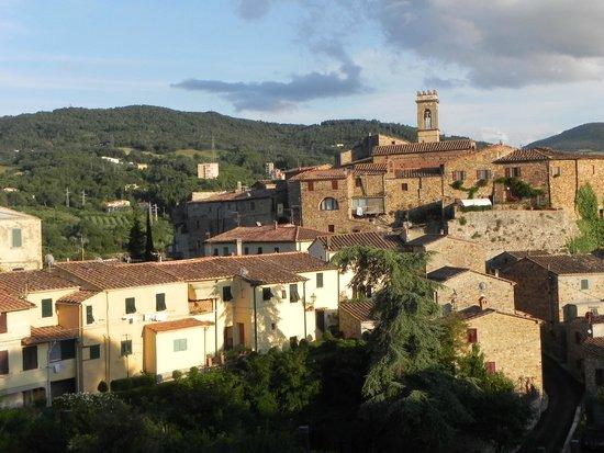 Castello Nagy : Il Borgo di Montecerboli