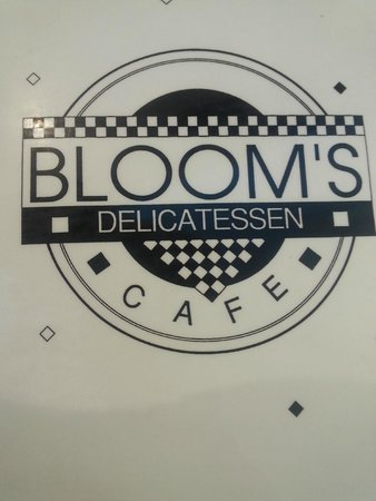 Blooms Cafe: Cool diner vibe