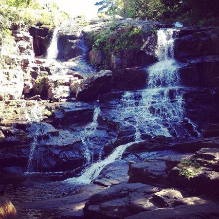 Shelving Rock Falls: Falls