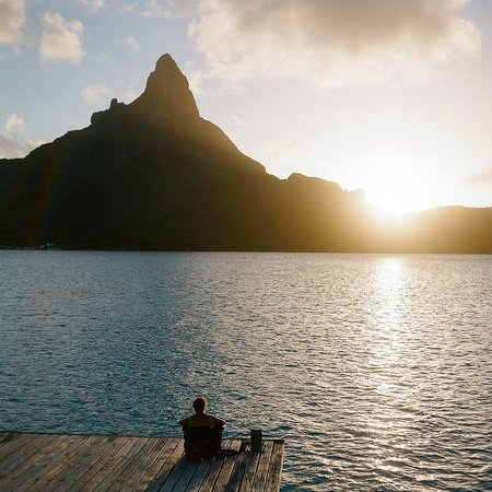 InterContinental Bora Bora Resort & Thalasso Spa: Sunset from at the end of the pontoon