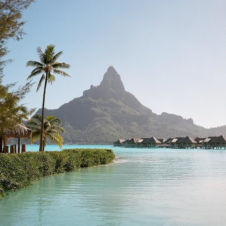 InterContinental Bora Bora Resort & Thalasso Spa: Hotel grounds