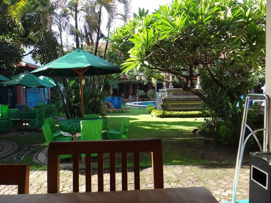 Masa Inn: Looking from dining area to back pool