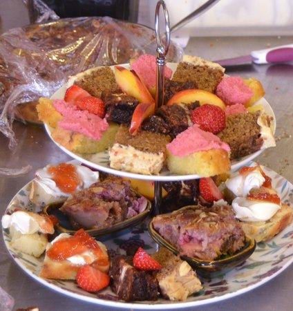The Phoenix Restaurant: cake tier