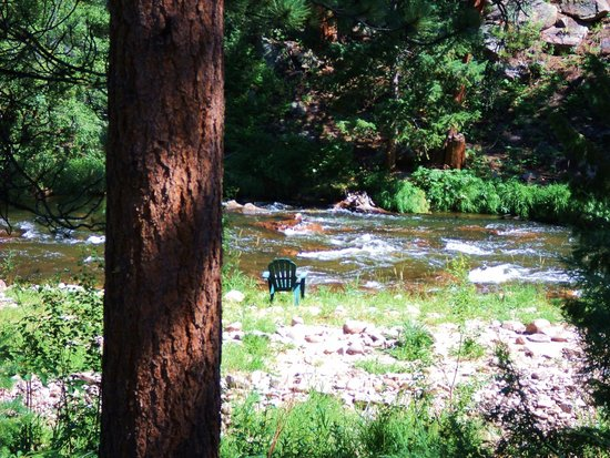 Dripping Springs Resort: a short stroll behind the cabin
