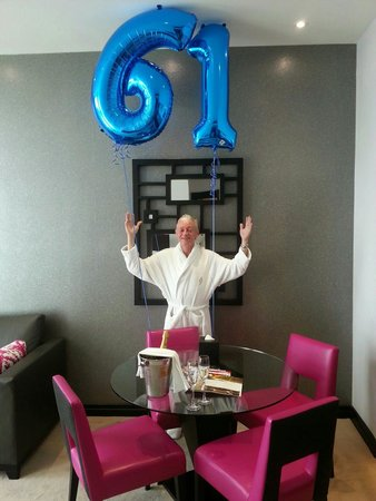 Crowne Plaza London - Battersea : Birthday balloons via Concierge