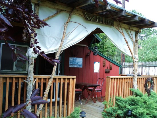 Dripping Springs Resort: front deck, large and inviting