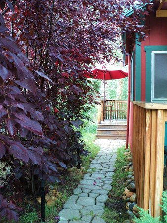 Dripping Springs Resort: path to back deck and hot tub, table