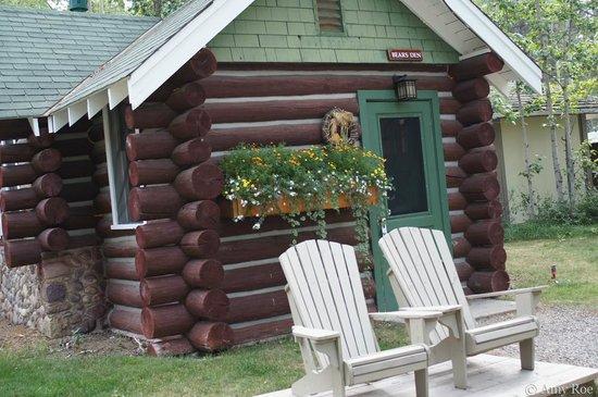 Patricia Lake Bungalows Resort: Bear's Den log cabin