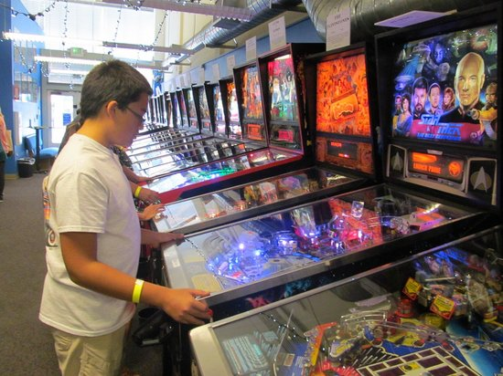 Seattle Pinball Museum: Dozens of chronologically ordered machines
