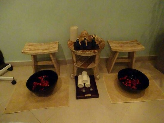Leha Leha Spa: Rozenbladeren in voetenbad
