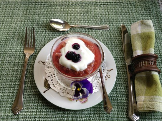 Richmond House B&B: fruit compote