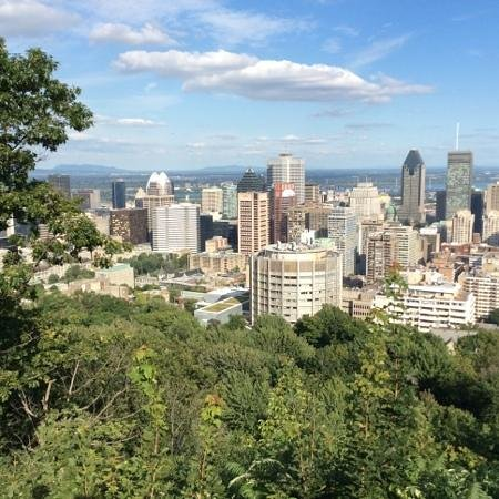 Mont (Mount) Royal: skyline Montreal