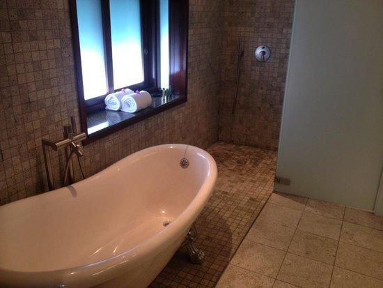 Hilton Moorea Lagoon Resort & Spa: Bathroom
