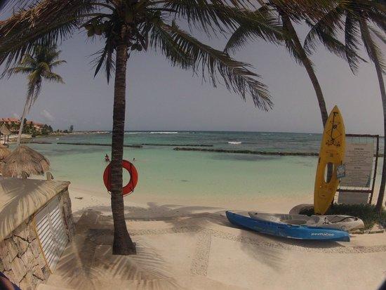 Omni Puerto Aventuras Beach Resort: View to the tidal pool