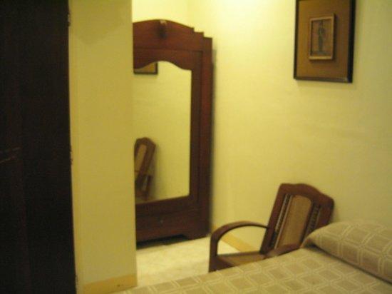 Gordion Hotel : 部屋 狭いので写真が撮れない