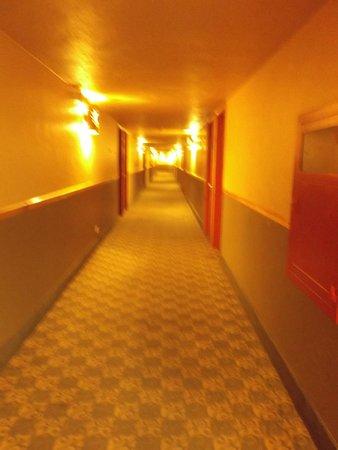 Ramada Denver Downtown: hallway