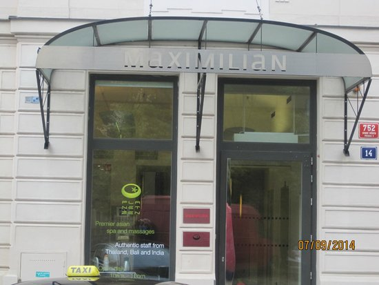 Maximilian Hotel: Exterior.