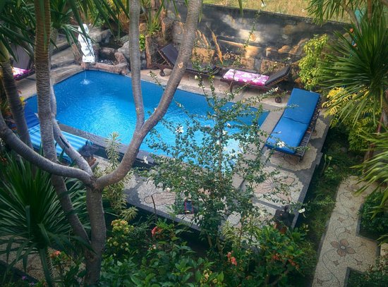 Nana Homestay: Vue de la piscine depuis une des chambre de l'étage. Sympa.