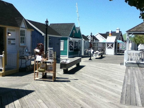 Captain's Cove Boardwalk: Boardwalk stores