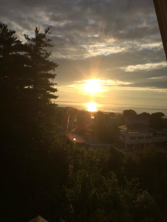 2 Village Square Inn Ogunquit : View of Sunrise from Room #8